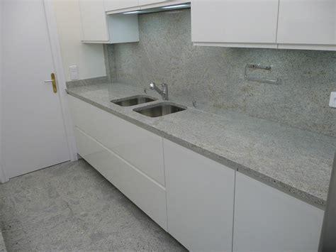 plan de travail cuisine gris clair plan de travail granit azur