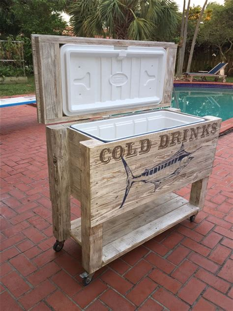 patio cooler handmade   fence boards  pallets