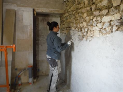 mur apparente chaux mediterraneenne design de maison