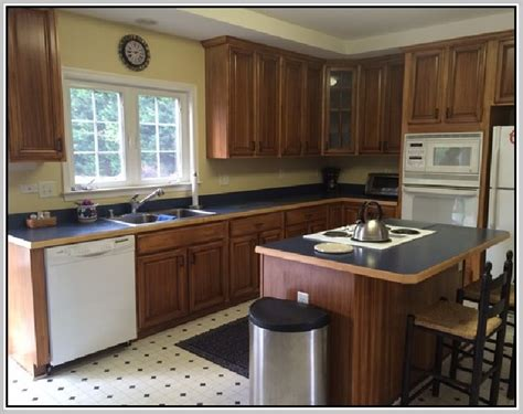 how to reface kitchen cabinets yourself how to resurface kitchen cabinets yourself refacing 9541