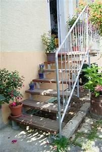 Holz Streichen Außen : aussentreppe mit holzstufen ~ Whattoseeinmadrid.com Haus und Dekorationen