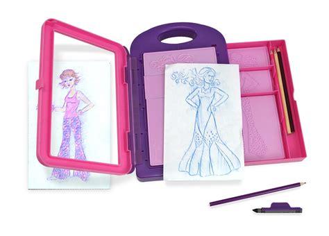 amazon com melissa doug fashion design art activity kit 9 double sided rubbing plates 4