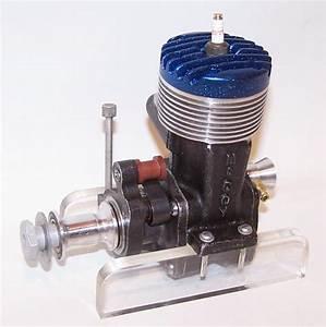 Very Nice 1946 Mccoy  60 Spark Ignition Racing Model