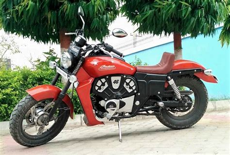Modified Bikes Tyres by Bajaj Avenger 220 Modified To Look Like An Indian Scout