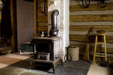 Home Interior Old Man And Woman :  Old, Cast, Iron, Wood, Stove, Home, Interior