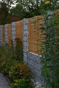 Holz Im Garten : sichtschutzzaun holz und stein ~ Frokenaadalensverden.com Haus und Dekorationen