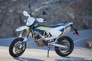 Husqvarna 701 Supermoto : 2016 husqvarna 701 supermoto and 701 enduro first ride review motorcycle usa ~ Medecine-chirurgie-esthetiques.com Avis de Voitures
