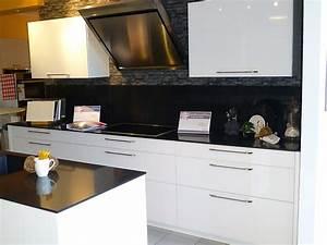 Küchen Glasfronten Erfahrungen : angebotstyp musterk che ~ Frokenaadalensverden.com Haus und Dekorationen