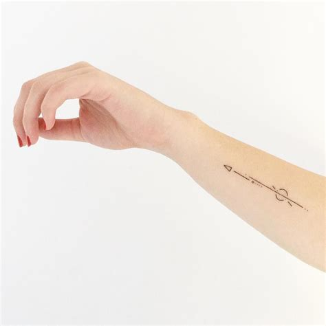 en images  idees de tatouage minimaliste tatoo