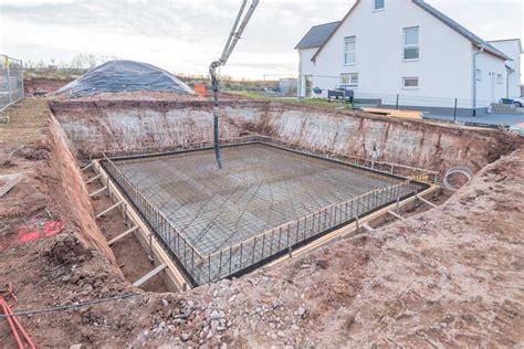 Bodenplatte Ohne Fundament by Bauunternehmen F 252 R Bodenplatte Fundament Entw 228 Sserung
