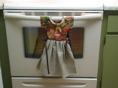 Kitchen Towels That Hang by Quot Dress Quot Kitchen Towel 183 How To Make A Tea Towel 183 Sewing