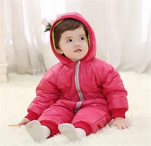 Baby Erstausstattung Checkliste Winter : schlaftemperatur baby winter baby in roze de winterkleren royalty vrije stock afbeelding beeld ~ Orissabook.com Haus und Dekorationen
