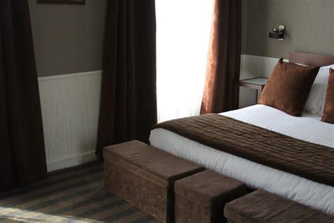 chambre orange et marron déco chambre marron et blanc exemples d 39 aménagements