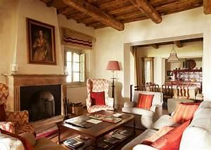 interieur rustique a la cheminee ancienne depoque With decoration interieur maison ancienne