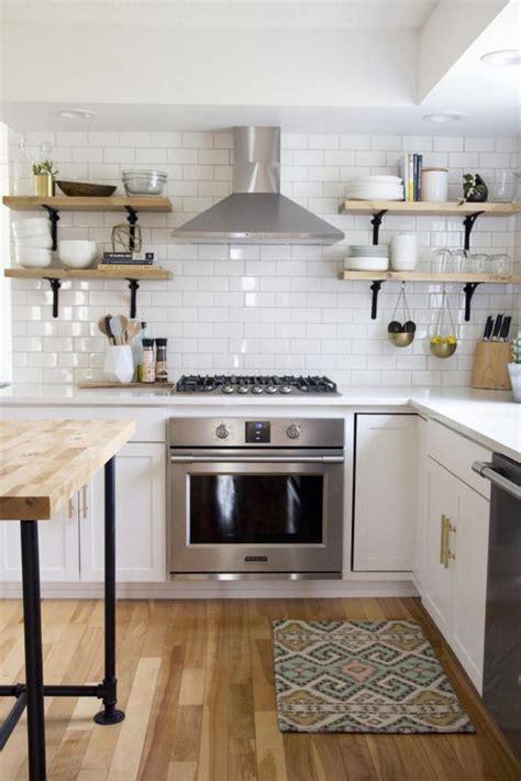 carrelage pour cuisine blanche la cuisine blanche et bois en 102 photos inspirantes