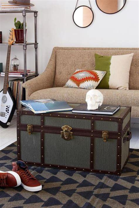 table basse chambre la table basse coffre une touche déco vintage qui va