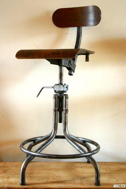 le de bureau industrielle chaises en acier brut vers 1950