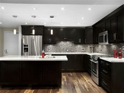 Cambria Torquay Counter Tops   Dark Cabinets. Love this