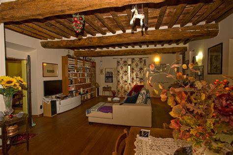 soggiorni rustici immagini casale rustico di 8 vani in vendita a calci villa sant
