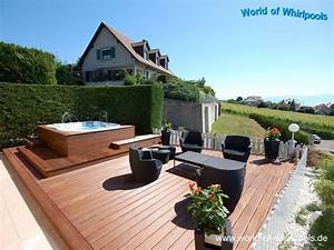 beautiful whirlpool im garten charme badetonne ideas With whirlpool garten mit couch balkon