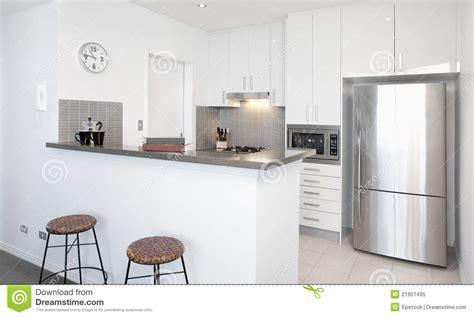 cuisine blanche moderne cuisine blanche moderne photo libre de droits image