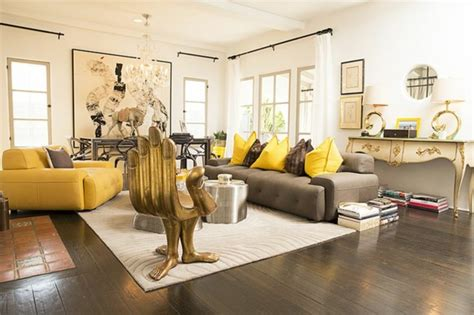chaise style baroque le salon roche bobois un conte de fée moderne archzine fr
