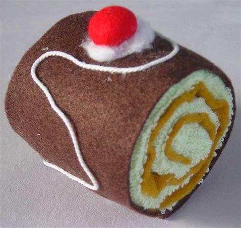 souvenir  hantaran hand towel roll cake