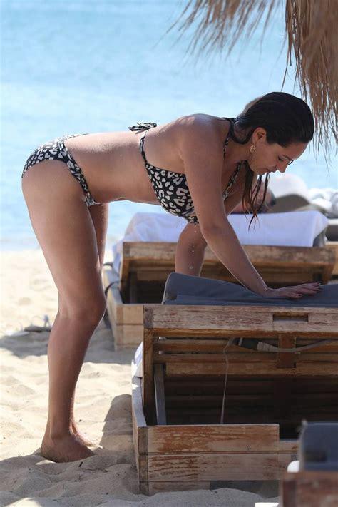 Best Kelly Brook Sizzling Hot On Beach With Sexy Bikini