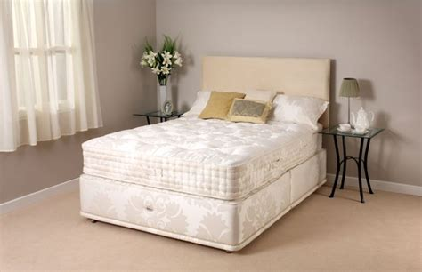 Reylon Bed by Relyon