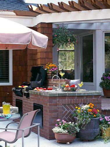 plan de travail pour cuisine exterieure cuisine extérieure aménagée sur bloc de briques