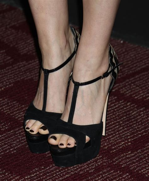 celebrity feet close  kate mara feet