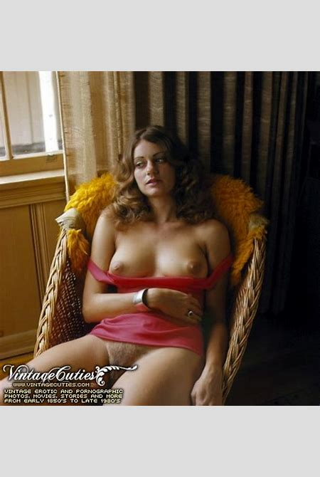 Gorgeous vintage nude girls relaxing and ha - XXX Dessert - Picture 9