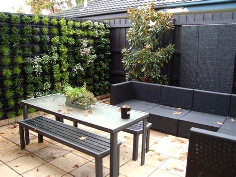 Small Backyard Ideas With Vertical Garden Inspiring