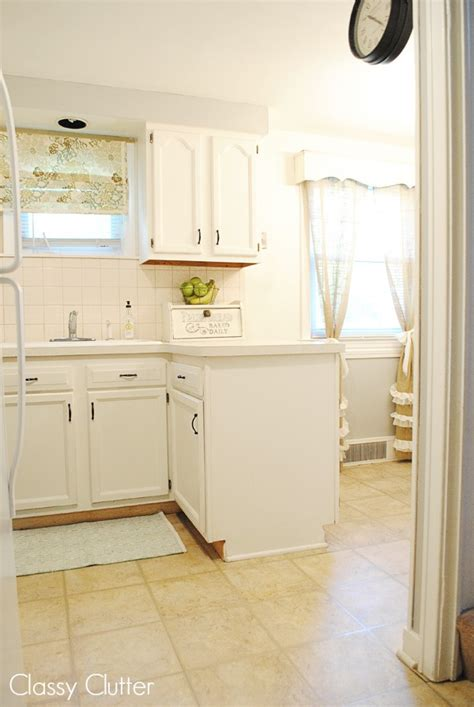 Tiny Kitchen Help by 5 Ways To Make A Tiny Kitchen Look And Feel Larger
