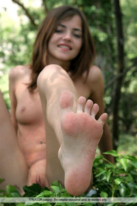 Pictures Of Hot Teen Ondine Being A Naked Survivor Coed