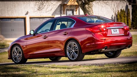 infiniti  red sport   drive review