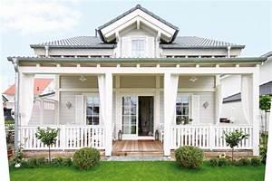 Amerikanische Häuser Bauen : liebevoll verspielt zeigt sich diese kleine villa die sich ihr vorbild an der ostk ste amerikas ~ Orissabook.com Haus und Dekorationen