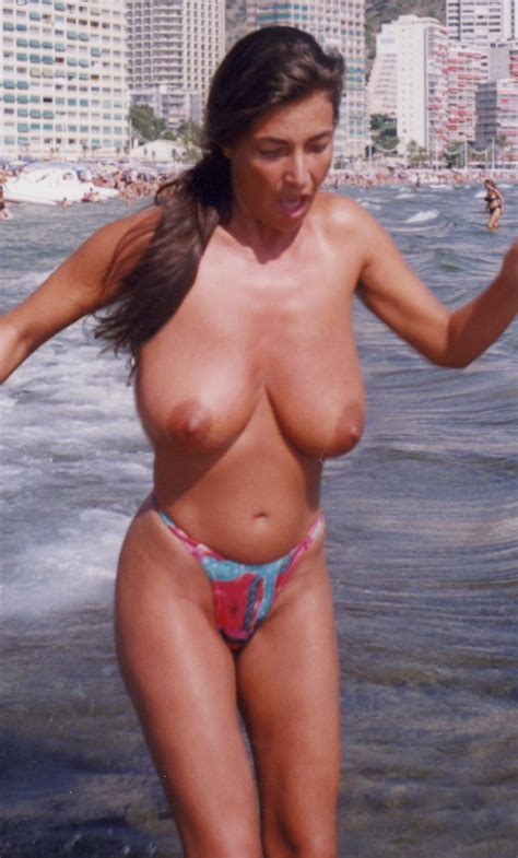 Retro pictures of amateur Italian moms with huge tits