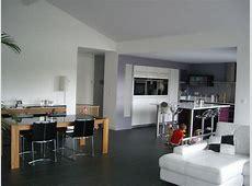 salon salle à manger avec plafond rampant Photo de