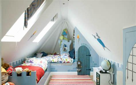 dachgeschoss modern gestalten junge 28 einrichtungsideen für kinderzimmer mit dachschräge