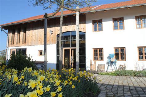 Renoviertes Bauernhaus Modern by Im Plus Immobilien Gmbh Immobilienmakler Rosenheim
