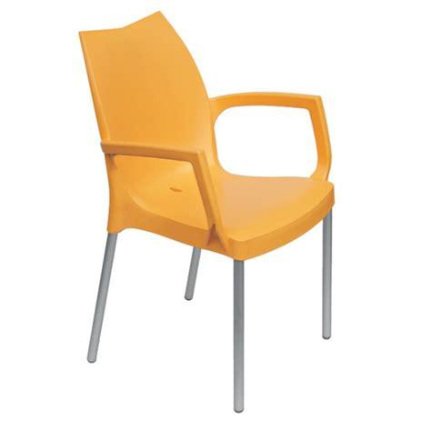 table et chaise b b fauteuil design tulip b et fauteuil de jardin en plastique