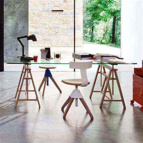 bureau treteau verre 39 idées déco de tréteaux pour créer une table ou un bureau