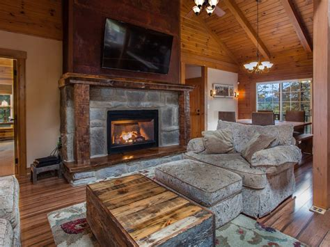 luxury log cabin tub luxury log cabin tub fireplace free wi fi firepit