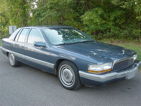 1995 Buick Roadmaster Photos, Informations, Articles