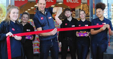 Hundreds queue for glimpse of new Food Warehouse store in ...