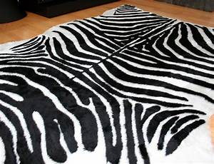 tapis zebre synthetique couleur blanc et noir mycocoonstore With tapis motif zebre