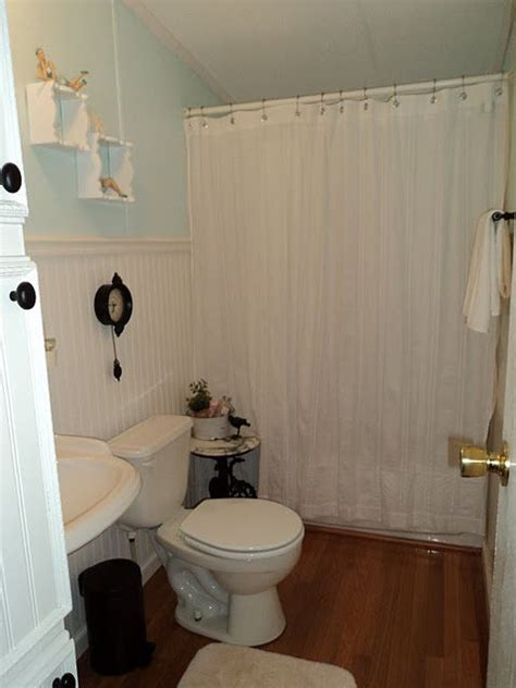 single wide mobile home bathroom ideas 1000 ideas about manufactured home renovation on