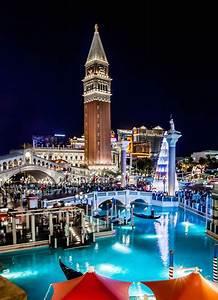 National Christmas Tree Lighting 2019 Spelling And Her Family Light Up The Venetian