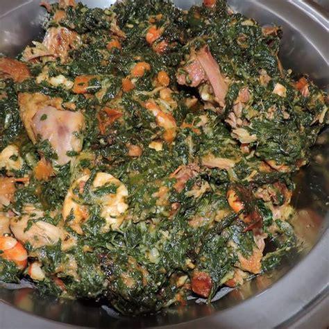 cuisiner tomates camoo épinards sautés au poulet fumé et crevettes